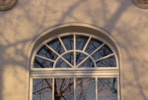 Korbbogenfensters