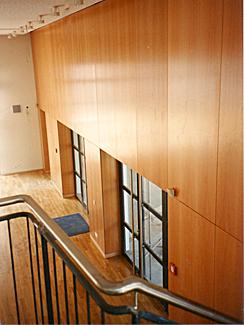 Wandpaneele für eine Aula