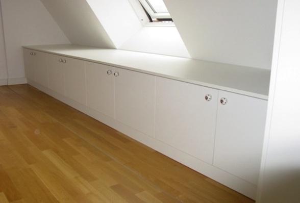 Sideboard unter einer Dachschräge