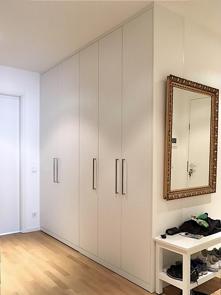 kleiderschr nke einbaum bel und eckschr nke aus berlin. Black Bedroom Furniture Sets. Home Design Ideas