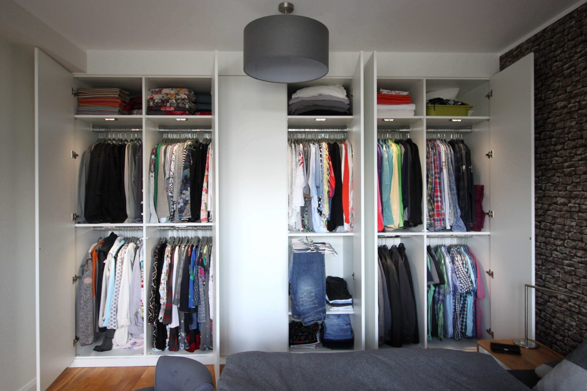 """Kleiderschrank mit """"push to open"""" Front und LED Innenbeleuchtung"""